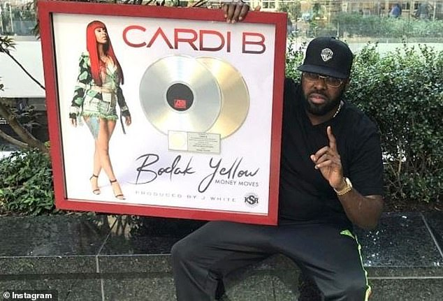 Clearly: After former manager Shaft sued Cardi in 2018 for $ 10 million, claiming that he gave her the career of hitting Budak Yellow, she opposed the $ 15 million and the parties finally reached a settlement yesterday.