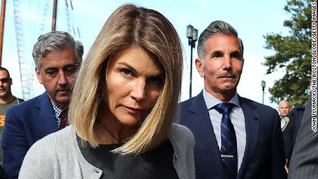 Lori Loughlin begins a two-month prison sentence in the college admission scandal