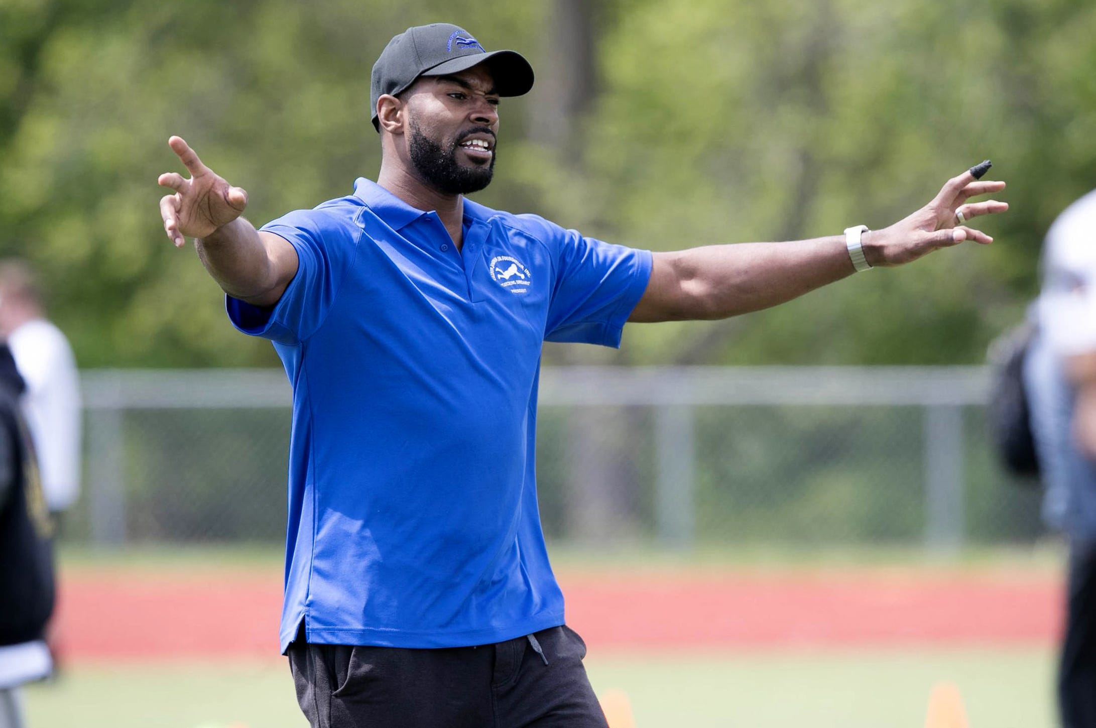 Former Detroit Lions recipient Calvin Johnson works with junior players during the Calvin Johnson Jr. Foundation.