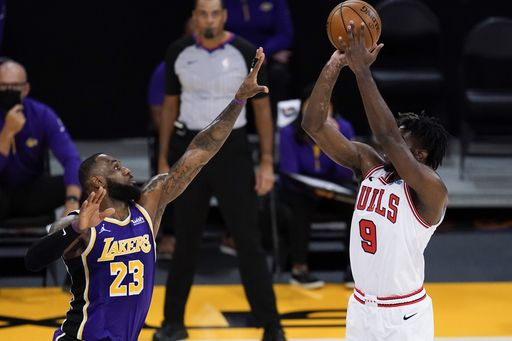 LeBron gets 28, the Lakers beat the Bulls 117-115 without Davis