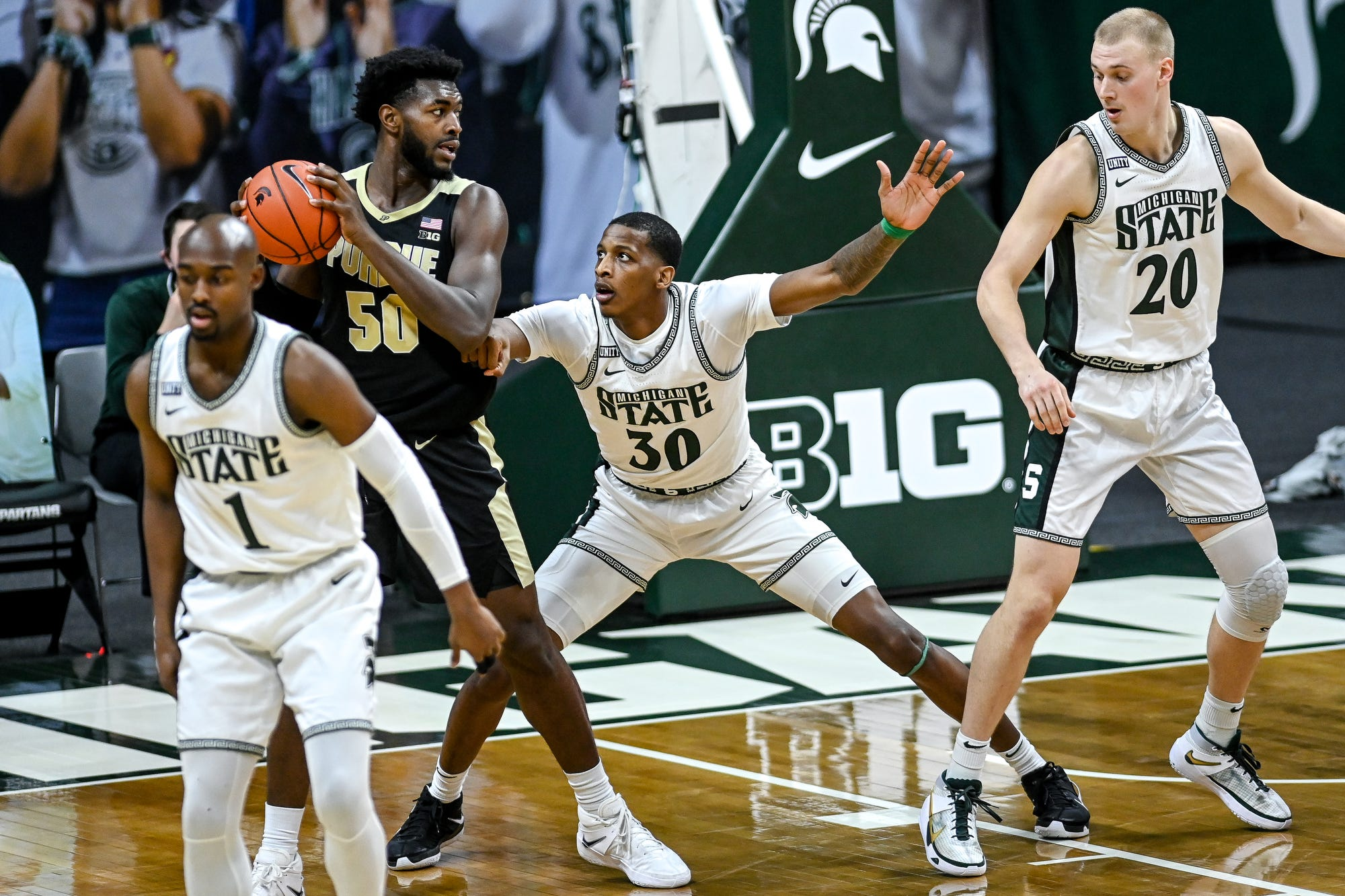 Marcus Bingham Jr. of Michigan, right, Trevion Williams guard from Purdue during the first half on Friday, Jan.8, 2021, at the Priceline Center in East Lansing.