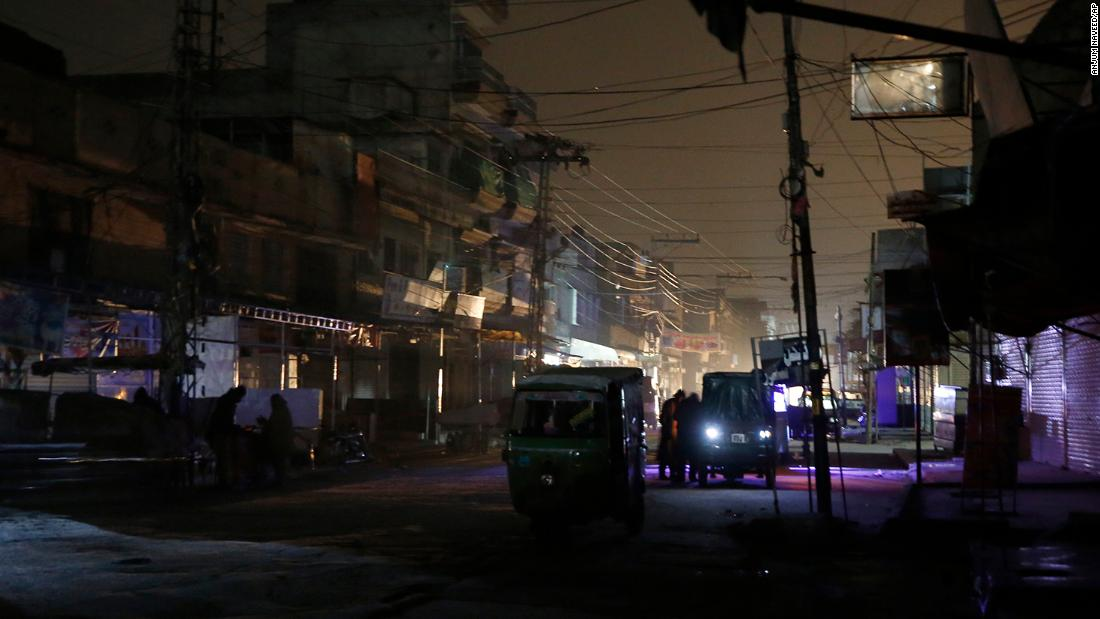 Power cuts plunge Pakistan into darkness